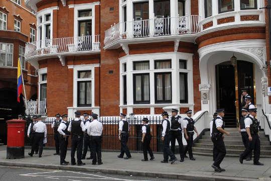 Met-Police-Ecuador-Embassy-London