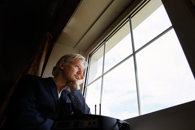 0705-Britain-WikiLeaks-Julian-Assange.jpg